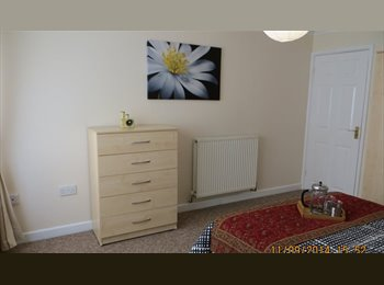 EasyRoommate UK - 5 double rooms in newly refurbished house share, Bracknell - £500 pcm