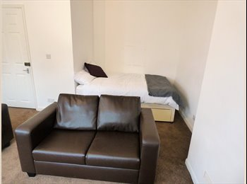 EasyRoommate UK - Super Big Room in Woolwich, Woolwich - £695 pcm