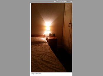EasyRoommate UK - Single bedroom in 2 bedroom house, Lingfield - £500 pcm
