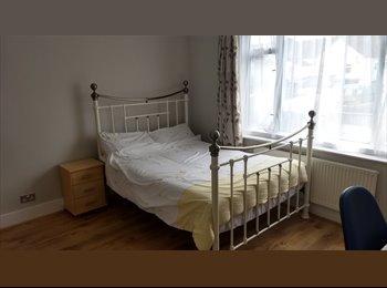 EasyRoommate UK - Newly decorated double room near Medway Hospital, Gillingham - £500 pcm