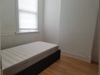 EasyRoommate UK - *NEW* 5mins Willesden Junction Tube + Furnished + NW10, Harlesden - £585 pcm
