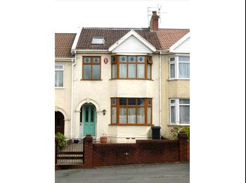 EasyRoommate UK - 2 Bright and spacious rooms available in great, shared house., Fishponds - £455 pcm