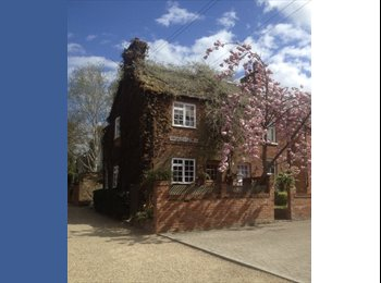 EasyRoommate UK - 2 x rooms to rent in cottage in elstree!!, Borehamwood - £750 pcm