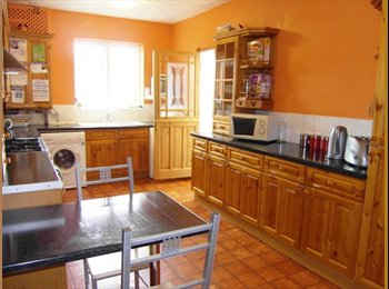 EasyRoommate UK - ONE DOUBLE BEDROOM TO RENT , Chatham - £400 pcm