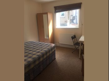 EasyRoommate UK - Short Term Double Rooms Available near Whiteladies, Clifton - £495 pcm