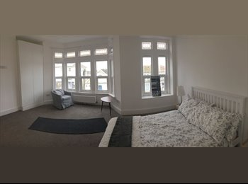 EasyRoommate UK - Stunning Large Double Room with En suite in Newly Renovated House, Speedwell - £650 pcm