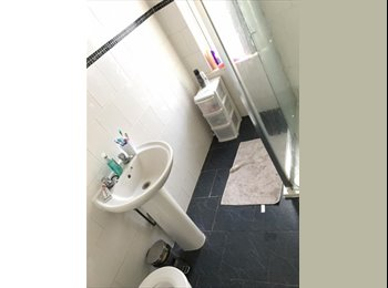 EasyRoommate UK - large double bedroom next to Seely Road - Lenton, The Park - £375 pcm