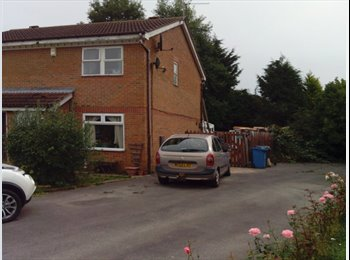EasyRoommate UK - room to let in family home , Cottingham - £325 pcm