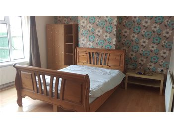 EasyRoommate UK - Large couple room, Basingstoke - £480 pcm