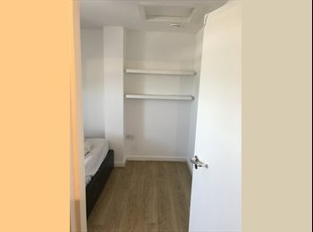 EasyRoommate UK - Large doulble room, Chessington - £450 pcm