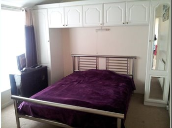 EasyRoommate UK - Double room, Epsom - £650 pcm