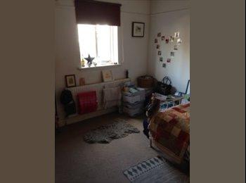 EasyRoommate UK - Double Bedroom with En-suite. St Margarets, Richmond, St Margarets - £785 pcm