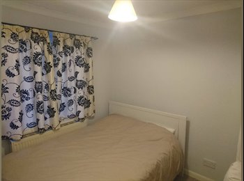 EasyRoommate UK - Double Bed in Loughton, 6 months, Chigwell - £390 pcm