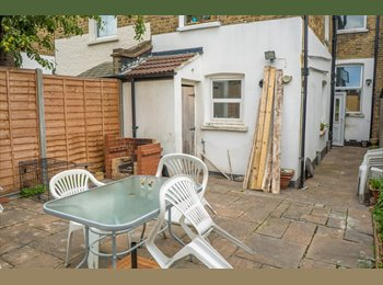 EasyRoommate UK - Large double bedroom, Catford - £550 pcm