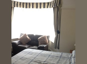 EasyRoommate UK - Double Room Offered , Southport - £370 pcm