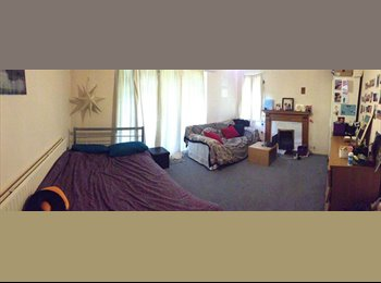 EasyRoommate UK - Large double room, good location., Surbiton - £490 pcm