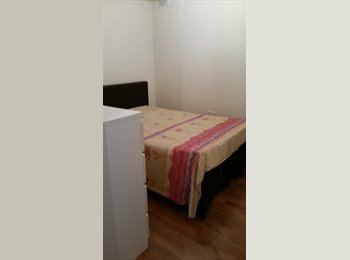 EasyRoommate UK - Woking double room available, Woking - £600 pcm