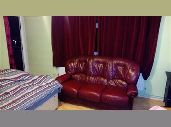 EasyRoommate UK - 2 ROOMS TO LET IN EAST HAM, East Ham - £500 pcm