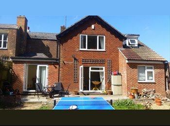 EasyRoommate UK - En suite double room near West station, Canterbury - £600 pcm