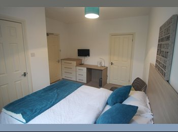 EasyRoommate UK - BRIGHT & SPACIOUS ENSUITE DOUBLE ROOM -- AVAILABLE NOW, Reading - £650 pcm