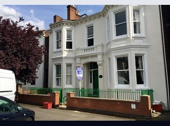 EasyRoommate UK - Ensuite Double Bedroom- Acorn House, Russell Terrace, L/Spa, CV31 1HE, Leamington Spa - £460 pcm