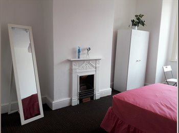 EasyRoommate UK - VICTORIA PARK-LONG SIGHT,  Modern Furnished Room to Rent, Longsight - £400 pcm