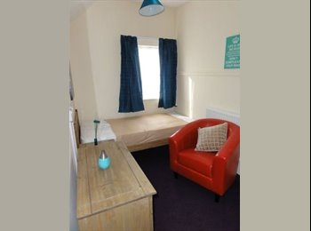 EasyRoommate UK - *** Single room available NOW *** Only 1 min walk from Willesden Junction Station ***, Harlesden - £520 pcm