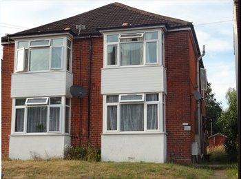 EasyRoommate UK - 2 Bed Flat Broadlands Road 2 mins from Southampton Uni , Portswood - £775 pcm