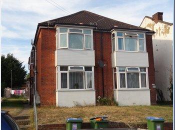EasyRoommate UK - 2 Bed Flat Broadlands Road Available 2 mins from UNI , Portswood - £775 pcm