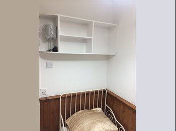 EasyRoommate UK - Furnished Single Bedroom (Female Only), Openshaw - £600 pcm
