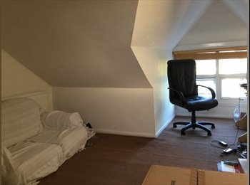 EasyRoommate UK - Loft Room available 30.7.2017, Semilong - £425 pcm