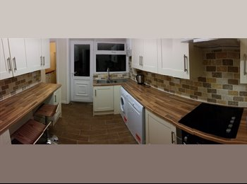 EasyRoommate UK - Ensuite Room in Shared House *All Bills Inc.* in Chapel Allerton - private bathroom and living room, Chapel Allerton - £565 pcm