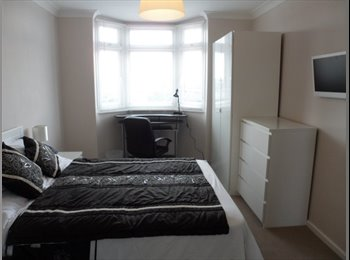 EasyRoommate UK - En-suite Double Room to rent in Poole, Poole - £525 pcm