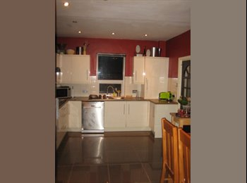 EasyRoommate UK - 3 Fantastic Double Rooms to let-all bills incl!, Salford - £380 pcm