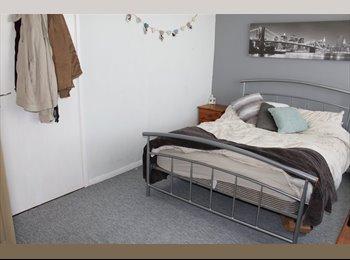 EasyRoommate UK - Double Room With En-Suite, Eastleigh - £450 pcm