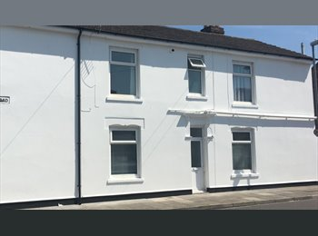 EasyRoommate UK - 1 x Double Room in friendly house share , Fratton - £430 pcm