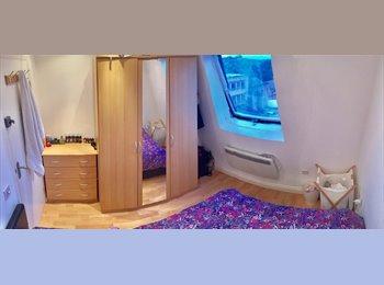 EasyRoommate UK - Room opposite ClaPham Junction station, Battersea - £825 pcm