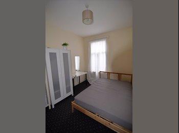 EasyRoommate UK - Lovely room in glenthrone rent is 500, Friern Barnet - £500 pcm