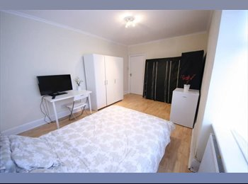 EasyRoommate UK - Double Room Available at York Mansion Rent Is 575, The Hyde - £575 pcm