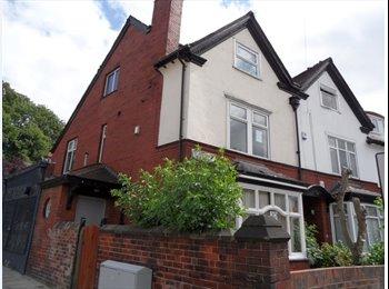 EasyRoommate UK - 3 rooms available in Headingley house share!, Headingley - £390 pcm