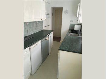 EasyRoommate UK - Student Rooms to Rent Close to Walsall Campus, Walsall - £216 pcm