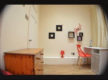 EasyRoommate UK - Beautiful En-suite room - No deposit!!, Levenshulme - £450 pcm