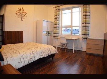 EasyRoommate UK - Beautiful newly refurbished rooms !! - No deposit, Levenshulme - £390 pcm