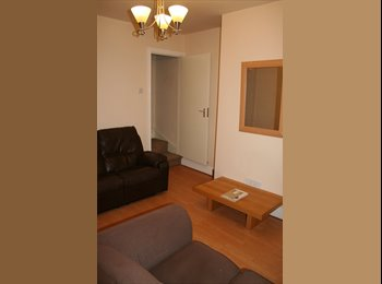 EasyRoommate UK - Three Double Rms in Student House Nr Walsall Campus, Walsall - £216 pcm