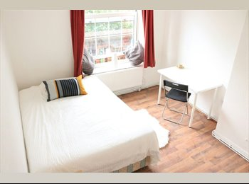 EasyRoommate UK - Live in the centre of Brick Lane!, Spitalfields - £780 pcm