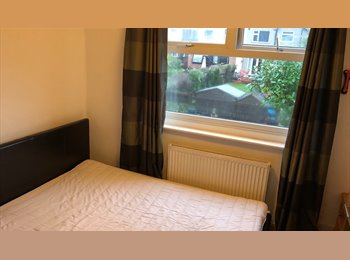 EasyRoommate UK - house share coventry, Stivichall - £400 pcm