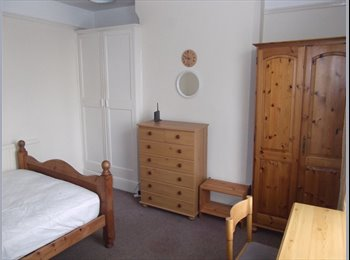EasyRoommate UK -  Large room in Mapperley Professional House Share, Mapperley - £370 pcm