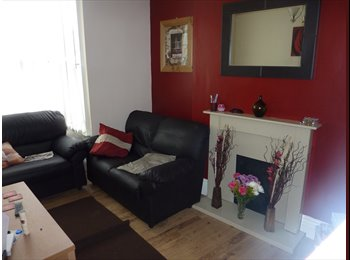 EasyRoommate UK - Centre Moseley Friendly proffessional Houseshare, Wake Green - £400 pcm