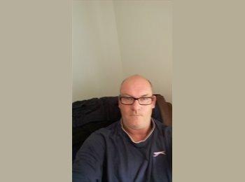 EasyRoommate UK - Sean - 50 - Lingfield