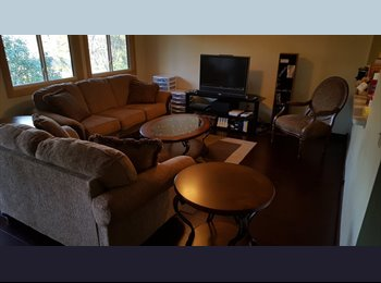 EasyRoommate US - Room at Ridgewood with Pool, Tennis, and Trails., Eden Prairie - $500 pm